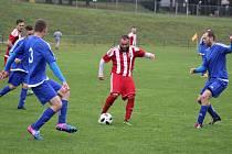 Orlovští fotbalisté (v červeném) si poradili s Jablunkovem.