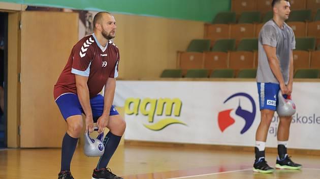 Juri Gromyko na tréninku házenkářů.
