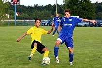 Petrovičtí fotbalisté (v modrém) podlehli doma Hlučínu po boji.