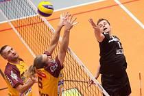 Pavel Srkal (v černém) a jeho spoluhráči nadále bojují o play off. Zatím úspěšně.