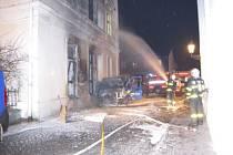 Zásah hasičů u požáru pošty v Karviné.