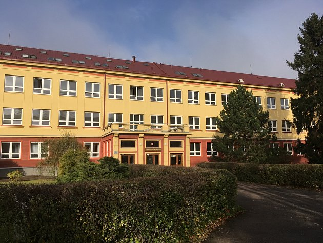 Snímky zarchivu Gymnázia Komenského vHavířově, které si připomíná 50let fungování.