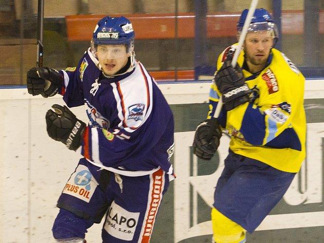 Jan Blatoň (vlevo) vystřelil ve čtvrtek Karviné vítězný gól.