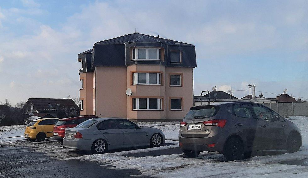 Hornická obec Stonava před 30 lety doslova vstala z popela. Dnes má necelých 2000 obyvatel a velmi dobrou infrastrukturu.  Bytový dům na Bonkově.