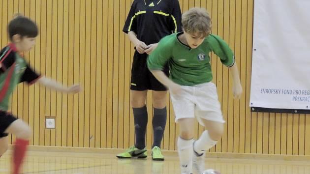 Mladí fotbalisté předváděli svůj talent.