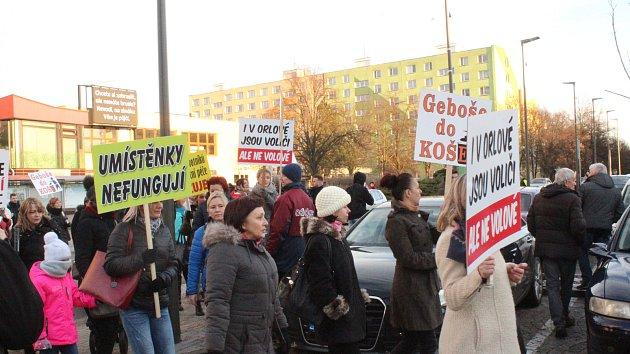 Demonstrace za nemocnici v Orlové