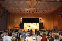 Ochotnický festival Víkend s amatéry nabídl hry pro všechny věkové kategorie a v sále petřvaldského domu kultury se bavili herci i diváci.
