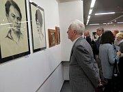 Vernisáž jubilejní výstavy Pavla Hlavatého v Havířově.