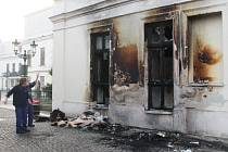 Následky požáru pošty v Karviné.