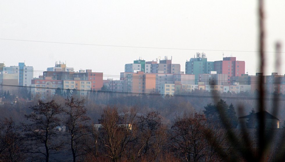 Dolní Lutyně. Pohled od bytovek na sídliště v Orlové.