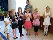 V obřadní síni na Zámku v Havířově v neděli 18. června se konalo v pořadí desáté letošní vítání nových občánků. Celkem bylo přihlášeno 9 děvčátek a 11 chlapců.