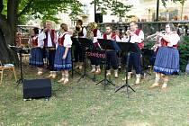 Skvělá muzika, krásné slunečné počasí a početná návštěva. Tak vypadal, nedělní promenádní koncert pod širým nebem za Kulturním domem Radost vHavířově.