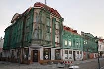 Prohlídka chátrajících historických domů na Masarykově náměstí v Karviné v prosinci 2017. Ilustrační foto.