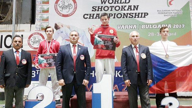 Petr Navrátil (vlevo) - stříbrný ve své kategorii.