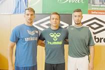 Nové posily Karviné. Zleva Nemanja Skrobič, Petr Freiberg a Stefan Bugarčič.