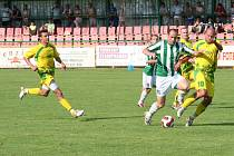 Martin Opic (v pruhovaném) se postaral o jediný a vyrovnávací gól Karviné na hřišti Mutěnic. MFK remizoval ve čtvrtém z šesti zápasů.