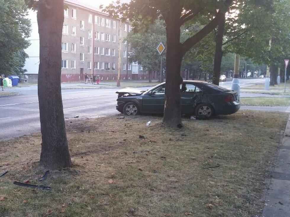 Nehoda osobního automobilu na Národní třídě v Havířově.