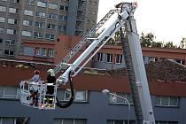 Na karvinské střední škole se zřítila střecha tělocvičny.