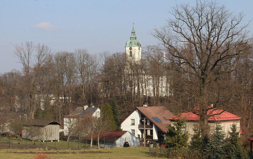 Dolní Lutyně. Centrum. pohled na kostel od Jiřinky