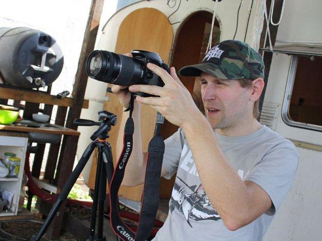 Zcela poslední záběry svého nového filmu Kyselý dech dotočil v pondělí po poledni karvinský režisér Lukáš Bulava.