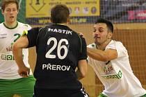 Ilja Vučković (vpravo) nepodává výkony, jaké si od něj Karvinští představují.