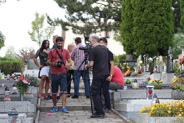 Španělsští filmaři vKarviné natáčeli osudy vdov , jejichž manželé zahynuli vroce 1995při důlním neštěstí ve Španělsku.