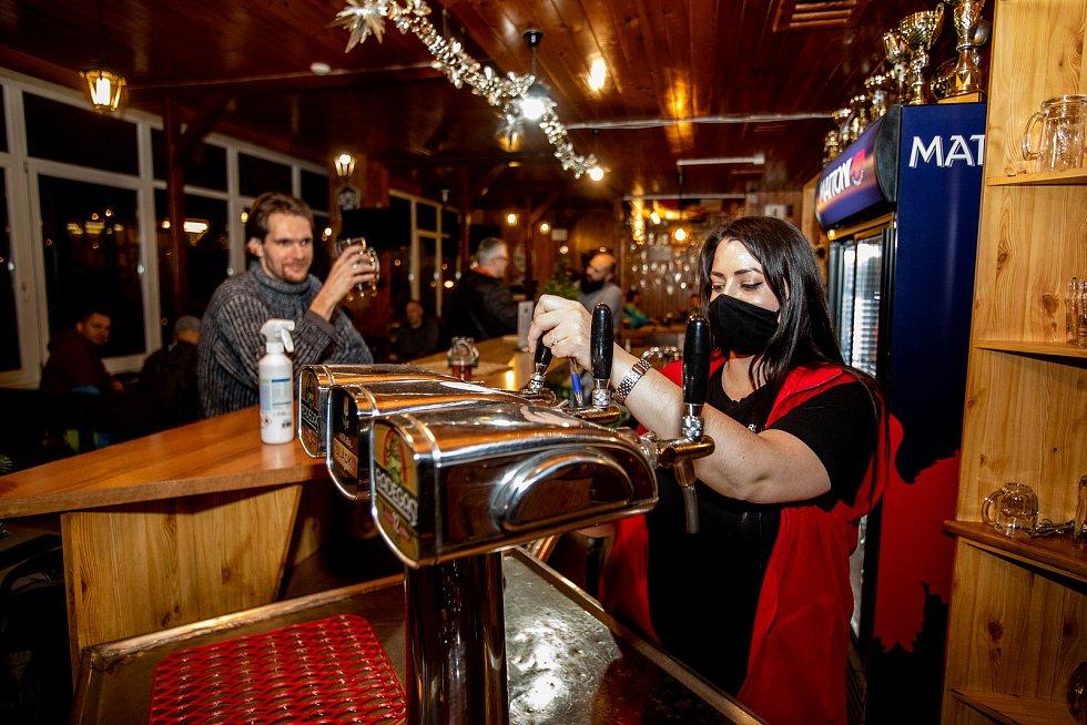 Restaurace a Bar BLESK a Tipsport Bar v Havířově, 17. prosince 2020.