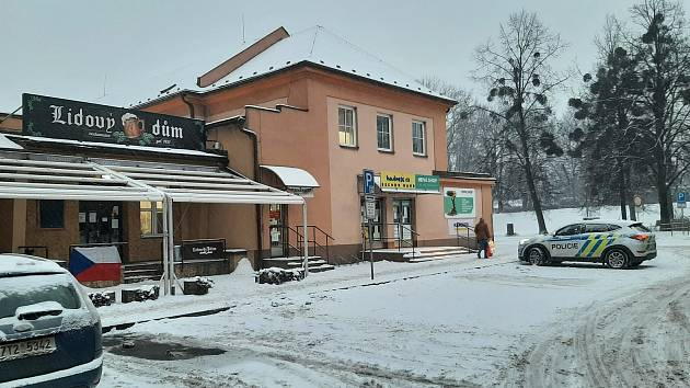 Restaurace Lidový dům v Třinci. Ve středu po příjezdu policie ji majitelka sama zavřela.