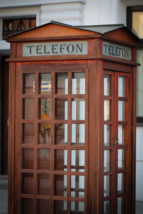 Hádanka č. 10: Telefonní budka v anglickém stylu na Masarykově náměstí.