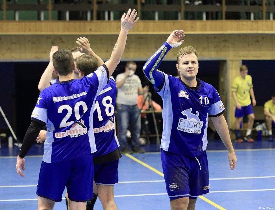 Házenkáři MHK (v modrém) vyřadili Zlín a těší se na los osmifinále.