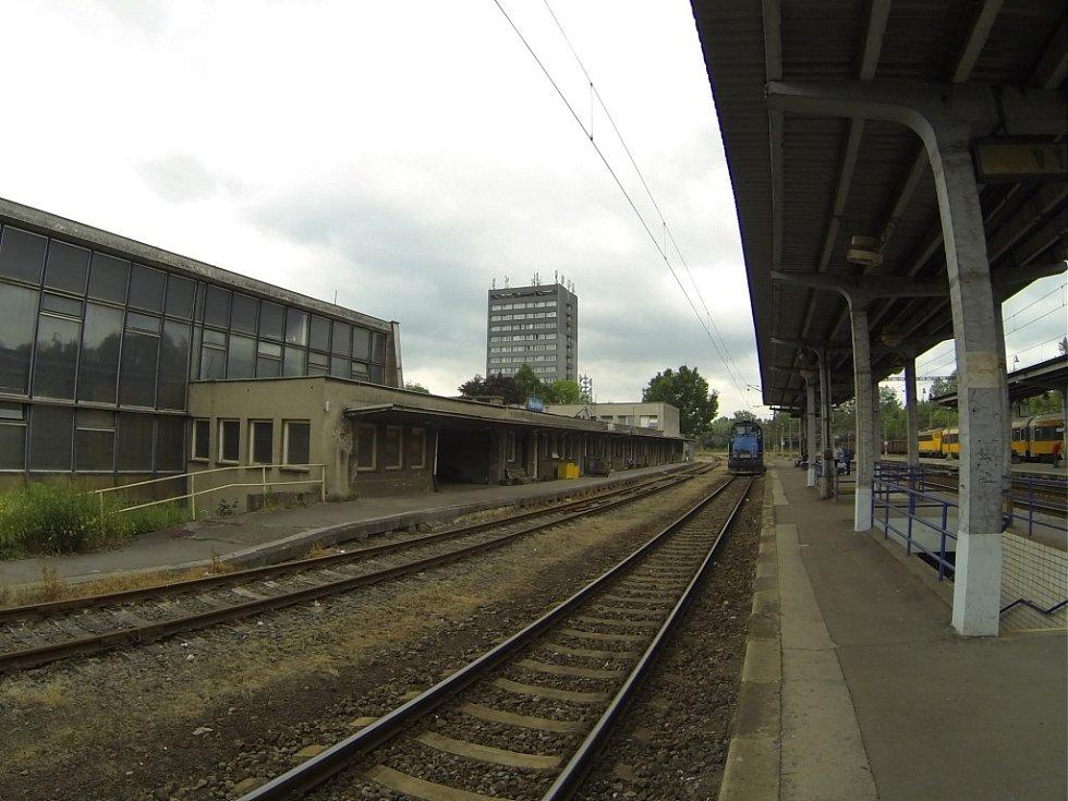 Vlakové nádraží vytváří podle architektů vzácný harmonický celek, který je nutné chránit pro budoucí generace.