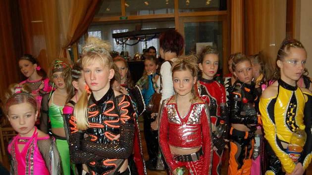 V rytmu diska se v sobotu otřásal orlovský dům kultury. Konal se tam 8. ročník akce nazvané Disko Orlová a zúčastnily se jí tanečníci z celé České republiky.