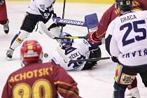 Havířovští hokejisté (v bílém) smetli doma i Jihlavu.
