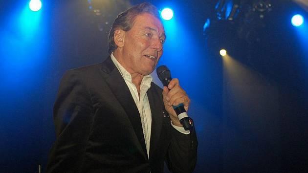 Karel Gott při koncertu 5.11. 2009 v Karviné .