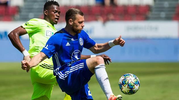 Karvinští fotbalisté (v zelenkavém) prohráli v Olomouci 1:3.