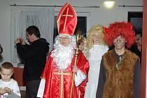 Mikuláš se svou družinou ve Stonavě.