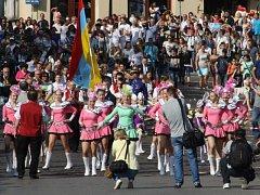 V Těšíně začaly v pátek vpodvečer městské oslavy. Svátek tří bratří se koná už po šestadvacáté a na úvod se vždy setkají představitelé české i polské části města na mostě Družby. Program pak pokračuje až do neděle na obou stranách města.