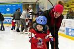 Velký zájem rodičů, dětské veselí a pravá sportovní atmosféra. To vše patřilo knáborové akci vrámci Týdne hokeje, Pojď hrát hokej.