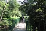 Původní mostek pro pěší přes řeku Lučinu v Havířově nahradila nová lávka pro chodce a cyklisty.