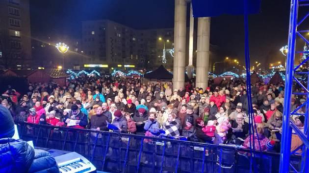 Akce Deníku Česko zpívá koledy na náměstí Republiky v Havířově.