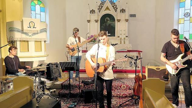 V evangelickém kostele v Prostřední Suché se konal koncert, jehož výtěžek bude součástí sbírky na obnovu kostelních varhan. Zároveň se představil nový biskup Tomáš Tyrlík.