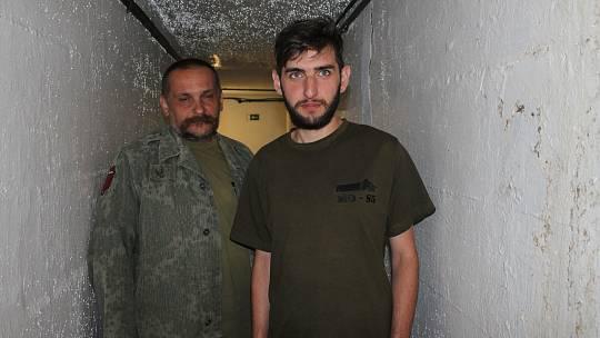 Martin Hejda se svým synem Michalem Hejdou se starají o předválečný bunkr z roku 1936.