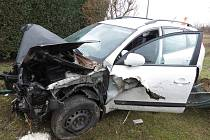 V neděli se řidič bílého vozu zn. Hyundai snažil ujet policistům. Nakonec havaroval a hned poté se snažil z místa nehody utéct.