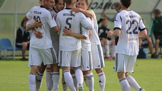 Karvinští fotbalisté (v bílém) doma porazili neškodné Znojmo 3:1.