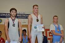 Váhovou kategorii mužů do 62 kg ovládli borci Horní Suché. Zleva druhý Štěpán Zbořil, vítězný Vlastimil Moskál a celkově třetí Matěj Bittner.