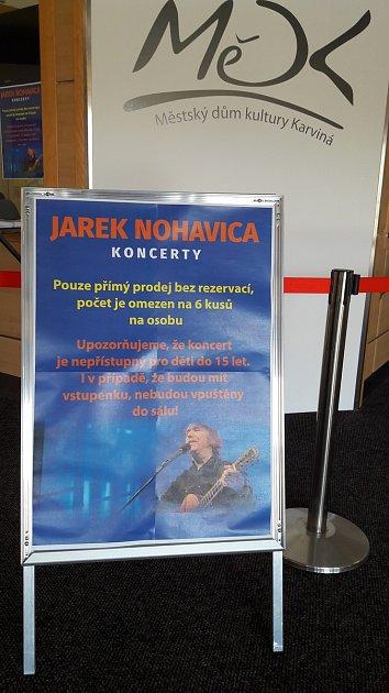 Vkarvinském domě kultury začíná vpátek v15 hodin prodej vstupenek na dva prosincové koncerty Jaromíra Nohavici.