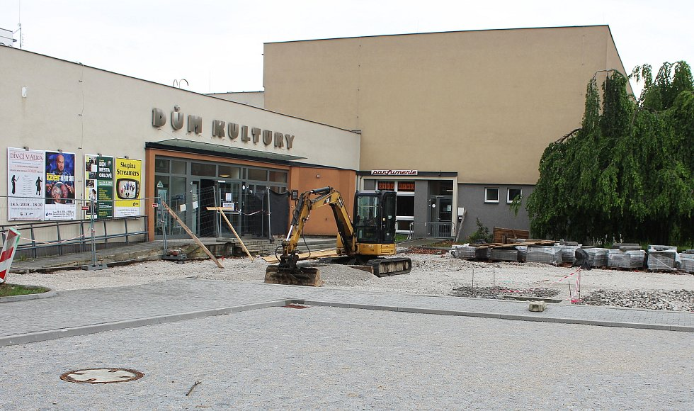 Takto vypadalo orlovské náměstí před více jak rokem, velká díra zde zeje dodnes.