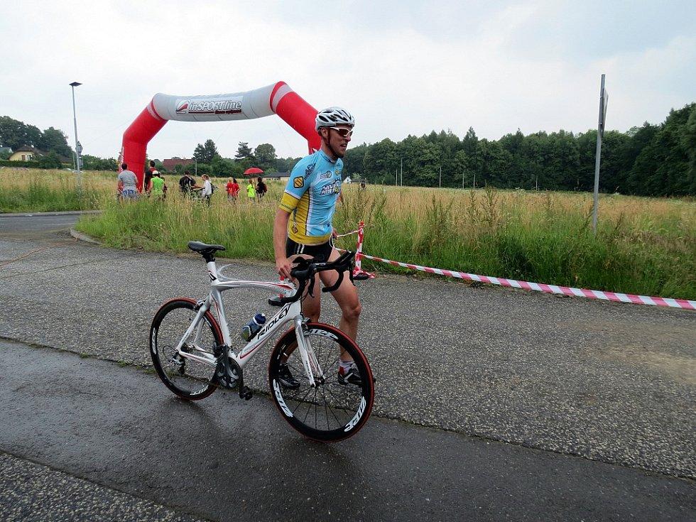 Uplavat 750 m ve vodách Těrlické přehrady, ujet 22 km na kole a na závěr uběhnout po silnici 6 km. Takové požadavky čekaly v sobotu na účastníky 6. ročníku Albrechtického sprint triatlonu.