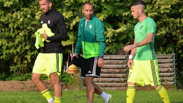 Kondiční trenér fotbalistů MFK Petr Horák (uprostřed).