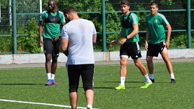 Fotbalisté MFK Karviná v pondělí zahájili přípravu na novou sezonu. Nechyběl ani kapitán Michal Papadopulos (druhý zprava).